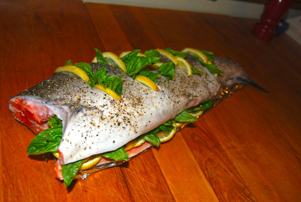 Salmon stuffed with lemon and basil
